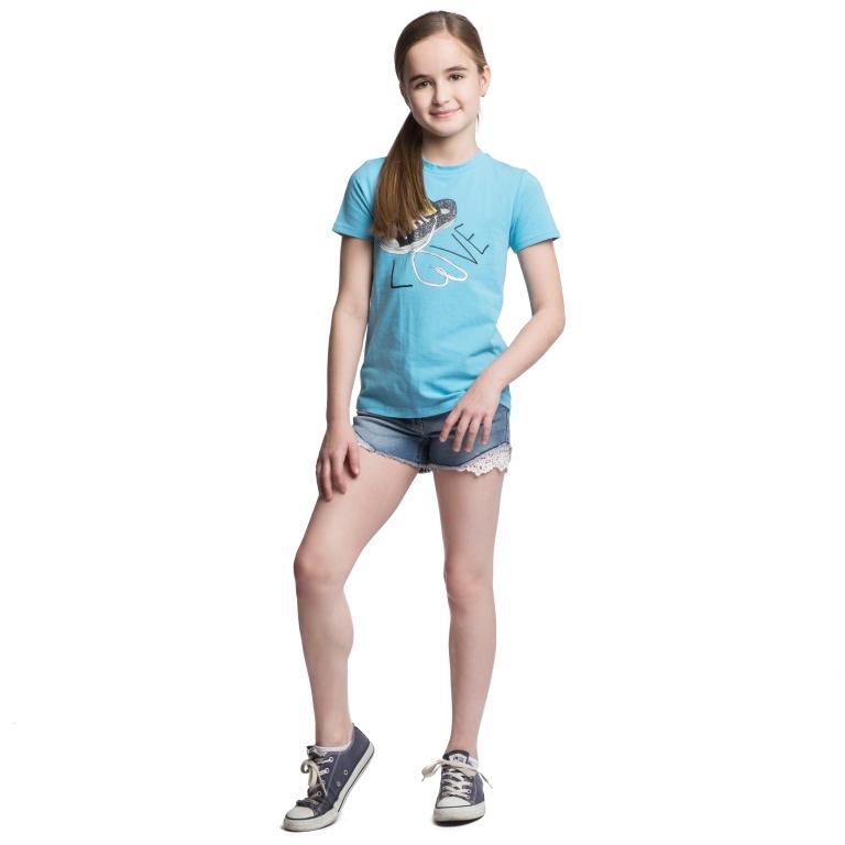 Футболка164058Футболка для девочки Scool идеально подойдет для юной модницы. Модель выполнена из эластичного хлопка, очень мягкая и приятная на ощупь, не сковывает движения и позволяет коже дышать, обеспечивая наибольший комфорт. Футболка с круглым вырезом горловины и короткими рукавами оформлена стильным принтом с надписью, декорированным блестящим напылением. Спинка модели удлинена. Дизайн и расцветка делают эту футболку модным предметом детской одежды. В ней ваш ребенок всегда будет в центре внимания!