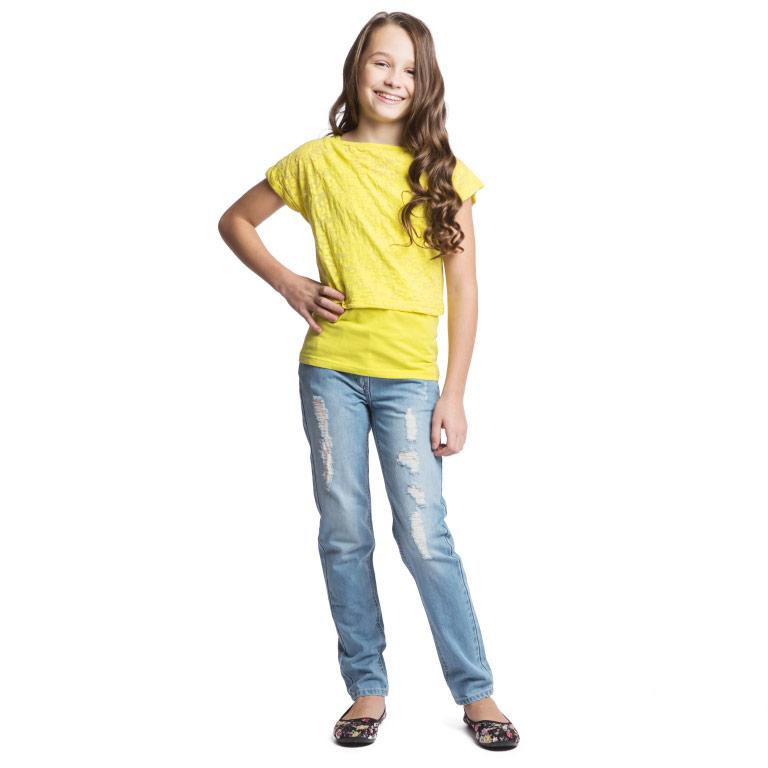Футболка164065Яркая футболка 2 в 1 для девочки Scool станет отличным дополнением к гардеробу юной модницы. Модель состоит из двух предметов - топа и майки. Топ с эффектом вытравки выполнен из хлопка с добавлением полиэстера. Майка изготовлена из эластичного хлопка. Изделие очень мягкое и приятное на ощупь, не сковывает движения, хорошо пропускает воздух, обеспечивая максимальный комфорт. Топ с круглым вырезом горловины и короткими рукавами-кимоно имеет свободный крой. Рукава дополнены декоративными отворотами. Майка с круглым вырезом горловины и широкими бретелями имеет слегка приталенный крой. Дизайн и расцветка делают эту модель модным предметом детской одежды. В ней ваш ребенок всегда будет в центре внимания!