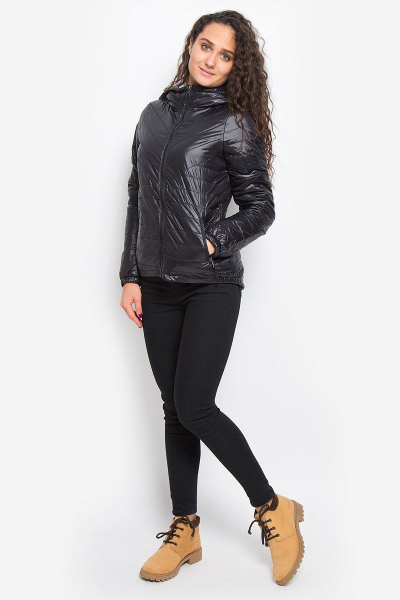 Куртка10159270_BlackУдобная женская куртка Vero Moda выполнена из нейлона с подкладкой из высококачественного полиэстера. Такая модель отлично подойдет для прохладной погоды. Куртка с удлинённой спинкой, капюшоном и длинными рукавами застегивается на застежку- молнию. Модель снаружи дополнена двумя втачными карманами на молниях. Внутри изделия на воротник привязывается компактный чехол на кулиске, в него можно компактно сложить вашу курточку. Очень комфортная и стильная куртка будет прекрасным выбором для повседневной носки и подчеркнет вашу индивидуальность.