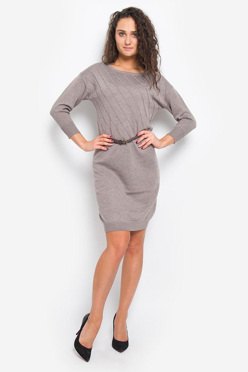 ПлатьеDSw-117/1074-6445Легкое трикотажное платье Sela Casual, изготовленное из высококачественного комбинированного материала, поможет создать привлекательный образ. Материал изделия мягкий, тактильно приятный, позволяет коже дышать. Модель с круглым вырезом горловины и цельнокроеными рукавами длинной 3/4. Платье оформлено однотонными полосками и дополнено тонким, текстильным пояском. Такое платье будет дарить вам комфорт в течение всего дня, и послужит замечательным дополнением к вашему гардеробу.