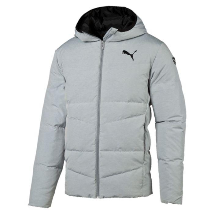 838642_39Легкая и удобная куртка Hooded Down Jacket характеризуется высоким теплосбережением. Благодаря прямому крою обеспечивается комфортная посадка. Модель декорирована логотипом PUMA, нанесенным методом глянцевой печати, а также силиконовой эмблемой PUMA. Среди других отличительных особенностей модели - капюшон с эластичными завязками, ветрозащитный клапан и наращенный спереди ворот, надежно закрывающий шею и подбородок, боковые карманы на молнии в швах с односторонней подкладкой из флиса, отделка изнутри эластичным материалом манжет и подола, петля для вешалки, внутренний карман для электронных устройств с клапаном, висячий ярлык с указанием состава наполнителя.