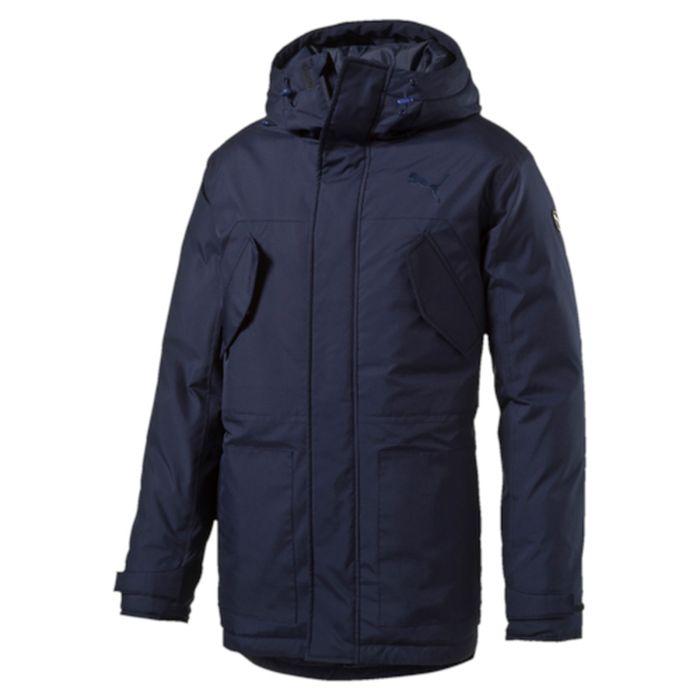 Куртка838660_06Куртка Puma выполнена из гладкого текстиля. Модель прямого кроя с натуральным утеплителем из пуха и пера. Модель декорирована логотипом PUMA, нанесенным методом глянцевой печати, а также силиконовой эмблемой PUMA. Среди других отличительных особенностей модели - капюшон изменяемой формы с затягивающимися шнурами, снабженными стопорами, ветрозащитный клапан на липучке и наращенный спереди ворот, надежно закрывающий шею и подбородок, скрытый карман для электронных устройств на молнии с прорезиненной петлицей и эластичной петлей для регулировки длины провода наушников под ветрозащитным клапаном, нагрудные карманы с клапаном, застегивающиеся на кнопку, боковые карманы на молнии, манжеты на застежке-липучке, петля для вешалки, висячий ярлык с указанием состава наполнителя (упругость пуха 600, соотношение пух/перо 90/10, что является показателем наполнителя экстра-класса).