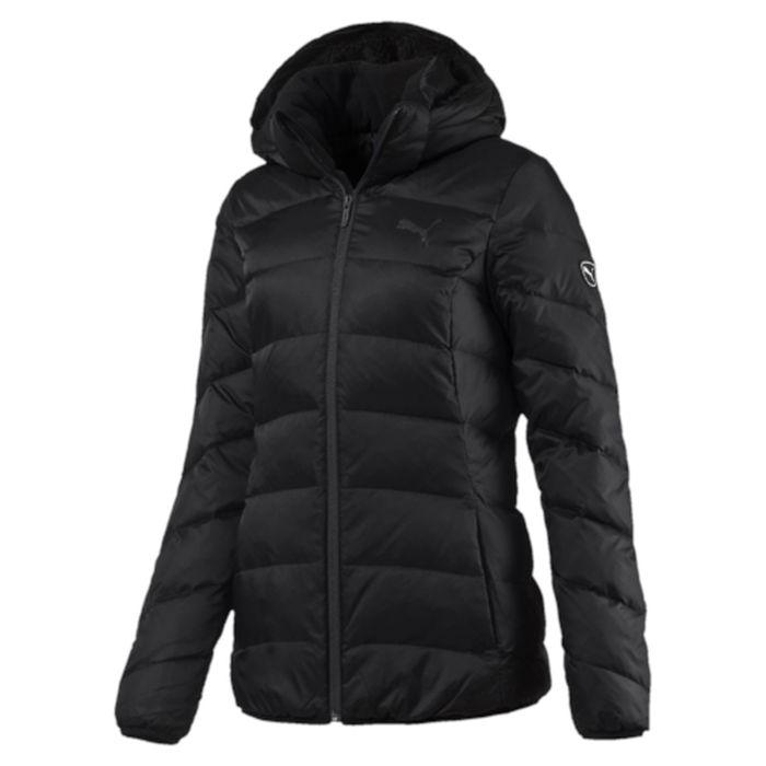 838668_01Стильная и теплая куртка ESS Hooded Down Jacket W. Модель декорирована логотипом PUMA, нанесенным методом глянцевой печати, а также силиконовой эмблемой PUMA. Среди других отличительных особенностей модели - съемный капюшон, прикрепляемой скрытой застежкой-молнией, капюшон и воротник с подкладкой из флиса, подбой манжет и подола эластичным материалом, ветрозащитный клапан и наращённый спереди ворот, надежно закрывающий шею и подбородок, боковые карманы на молнии с односторонней подкладкой из флиса, петля для вешалки, внутренний карман для электронных устройств с клапаном, висячий ярлык с указанием состава наполнителя.