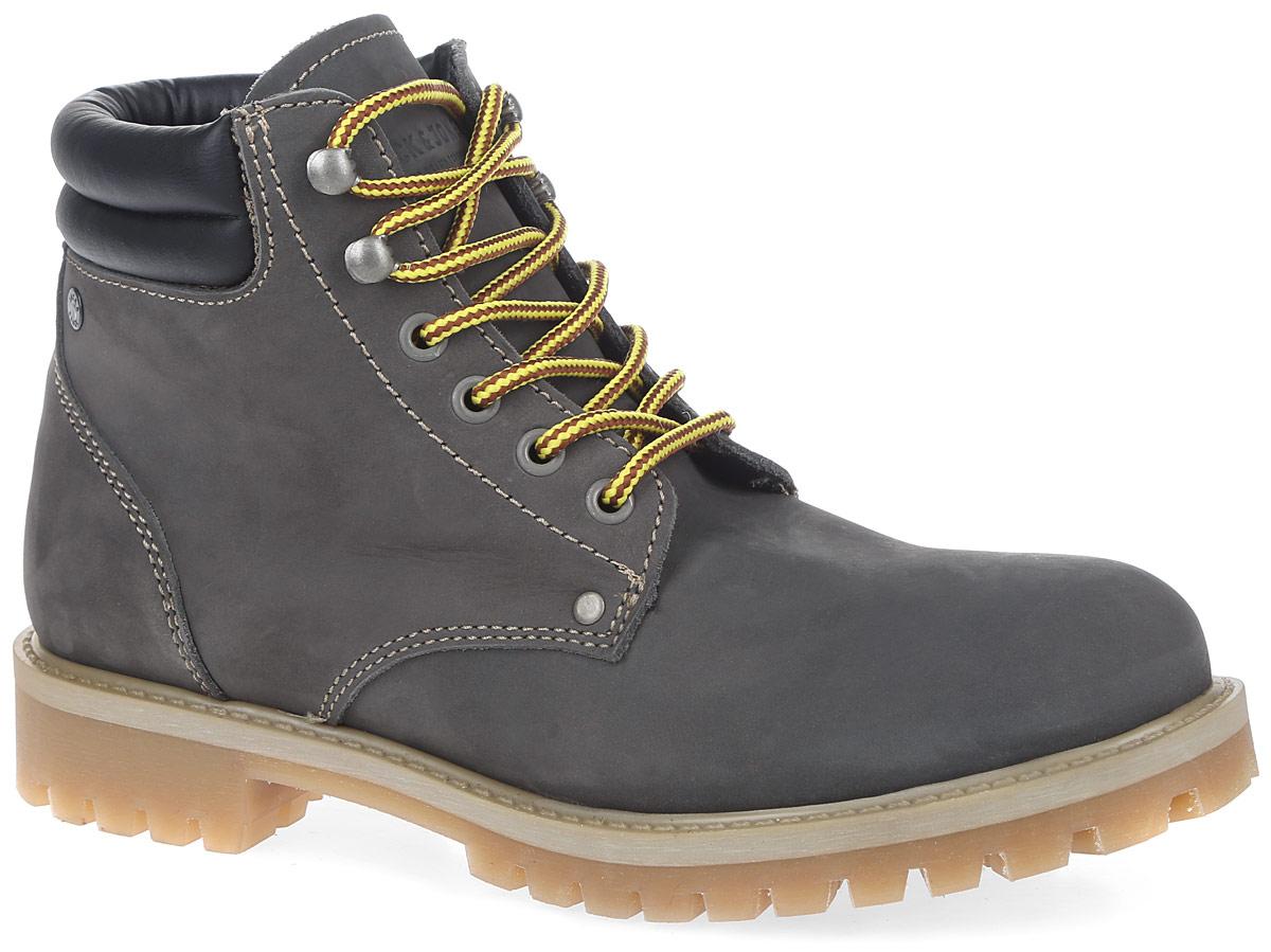 Ботинки12110576_CastlerockМужские ботинки от Jack & Jones выполнены из натуральной кожи. Обувь фиксируется на ноге при помощи классической шнуровки. Ярлычок на заднике обеспечивает удобное обувание модели. Подкладка и стелька изготовлены из мягкого текстиля. Подошва с протектором гарантирует идеальное сцепление на любой поверхности. Стильные и удобные ботинки - необходимая вещь в вашем гардеробе.