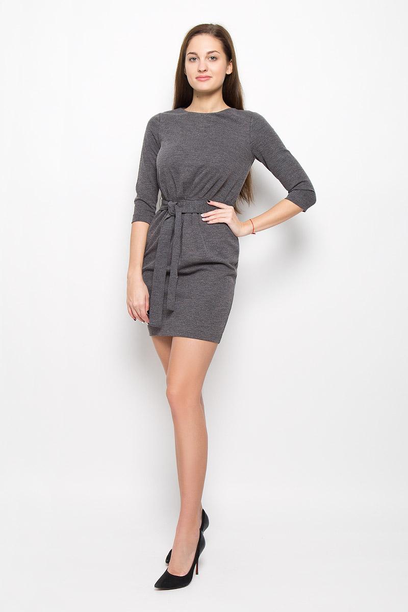 ПлатьеSSU1688STМодное платье Top Secret поможет создать отличный современный образ. Модель, изготовленная из вискозы и полиэстера с добавлением эластана, застегивается на застежку-молнию, расположенную на спинке. Платье-миди с круглым вырезом горловины и рукавами 3/4 дополнено на талии ремешком.