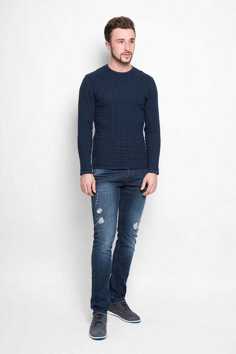 Джинсы22004347_Dark Blue DenimМужские джинсы Only & Sons выполнены из высококачественного эластичного хлопка. Джинсы-слим стандартной посадки застегиваются на пуговицу в поясе и ширинку на пуговицах, дополнены шлевками для ремня. Джинсы имеют классический пятикарманный крой: спереди модель дополнена двумя втачными карманами и одним маленьким накладным кармашком, а сзади - двумя накладными карманами. Джинсы украшены потертостями и декоративной заплаткой.
