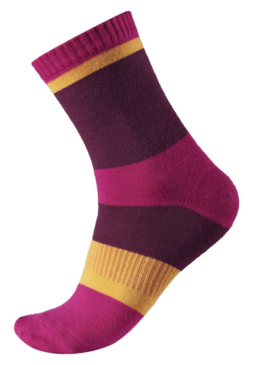 Носки527240-4620Детские носки Reima Kopina выполнены из теплого и мягкого шерстяного трикотажа. Изделие превосходно регулирует температуру, отлично пропускает воздух и быстро сохнет, обеспечивая ребенку сохранение тепла и чувство комфорта. Эластичная резинка мягко облегает ногу. Усиленные пятка и мысок обеспечивают надежность и долговечность. Модель оформлена широкими контрастными полосками.