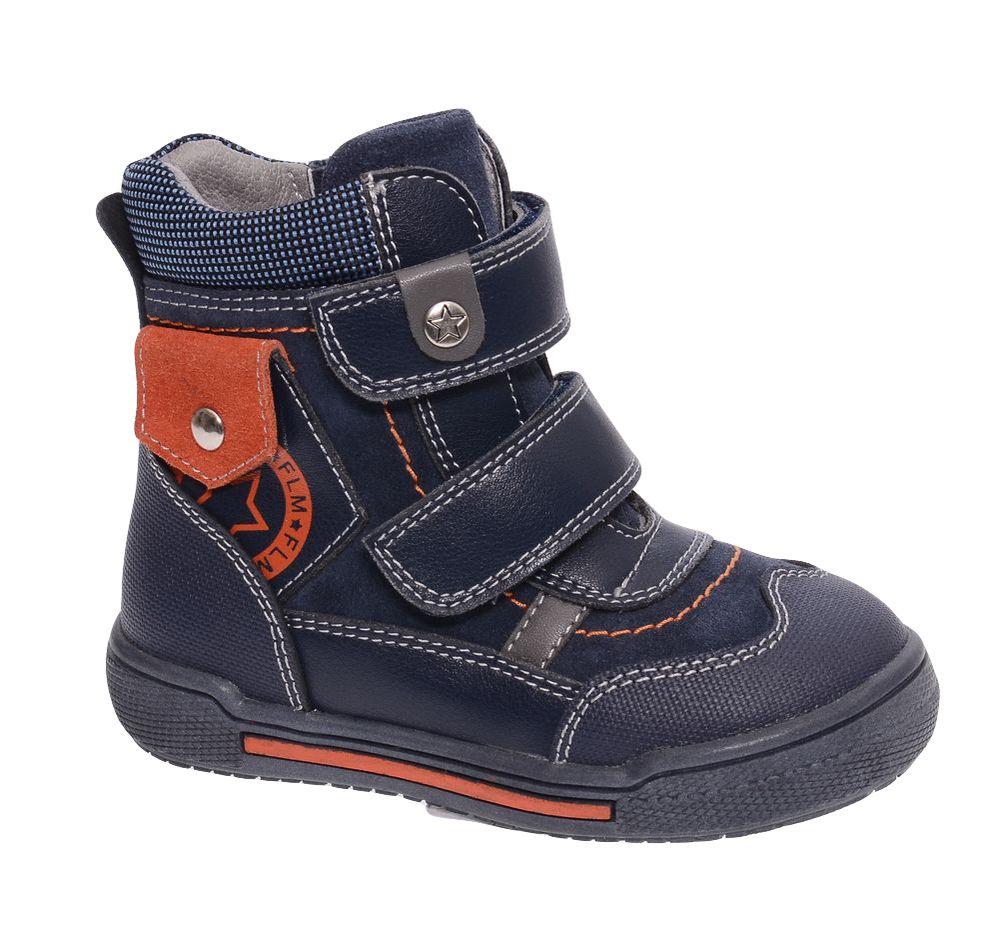 БотинкиW6XY262Модные ботинки для мальчика от Flamingo, выполненные из натуральной и искусственной кожи, оформлены контрастной прострочкой. Подкладка и стелька из натуральной шерсти не дадут ногам замерзнуть. Ремешки с застежками-липучками надежно зафиксируют модель на ноге. Боковая застежка-молния позволяет легко снимать и надевать модель. Подошва дополнена рифлением.