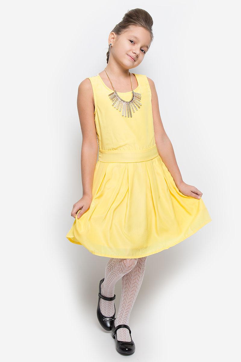 ПлатьеSSP1628-2Яркое платье для девочки Nota Bene идеально подойдет юной моднице. Оно изготовлено из гладкой тонкой ткани, приятное на ощупь, не стесняет движений и хорошо вентилируется. Подкладка изделия выполнена из натурального хлопка. Платье с круглым вырезом горловины застегивается сбоку на молнию. По спинке модель дополнена кружевной вставкой. Вшитый пояс завязывается сзади на бант. От линии талии заложены складки, которые придают изделию легкость и воздушность. Стильное платье подойдет для праздничных мероприятий. В нем ваша принцесса всегда будет в центре внимания! В комплект входит аксессуар в виде колье.