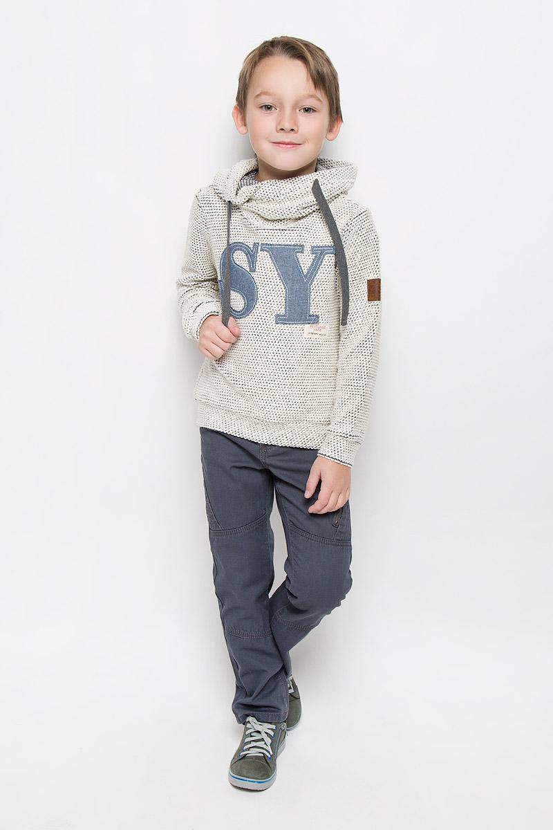 21607BKC1601Модная и стильная толстовка для мальчика Gulliver Паддингтон изготовлена из фактурного трикотажа. Толстовка с оригинальным капюшоном и длинными рукавами оформлена нашивками. На рукавах предусмотрены манжеты.