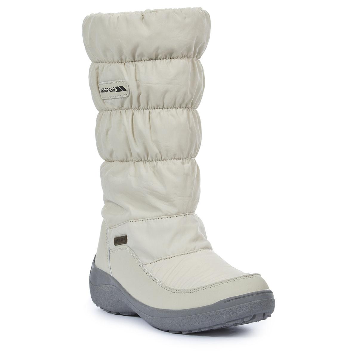 СапогиFAFOBOK20001Великолепные женские сапоги Izzie от Trespass выполнены из текстильного мембранного материала. Материал не допускает проникания воды. Специальное покрытие эффективно обеспечивает сухость и комфорт вашим ногам. Подкладка из флиса и стелька из текстиля согреют ваши ноги. Голенище присборено на резинки. Подошва дополнена рифлением.