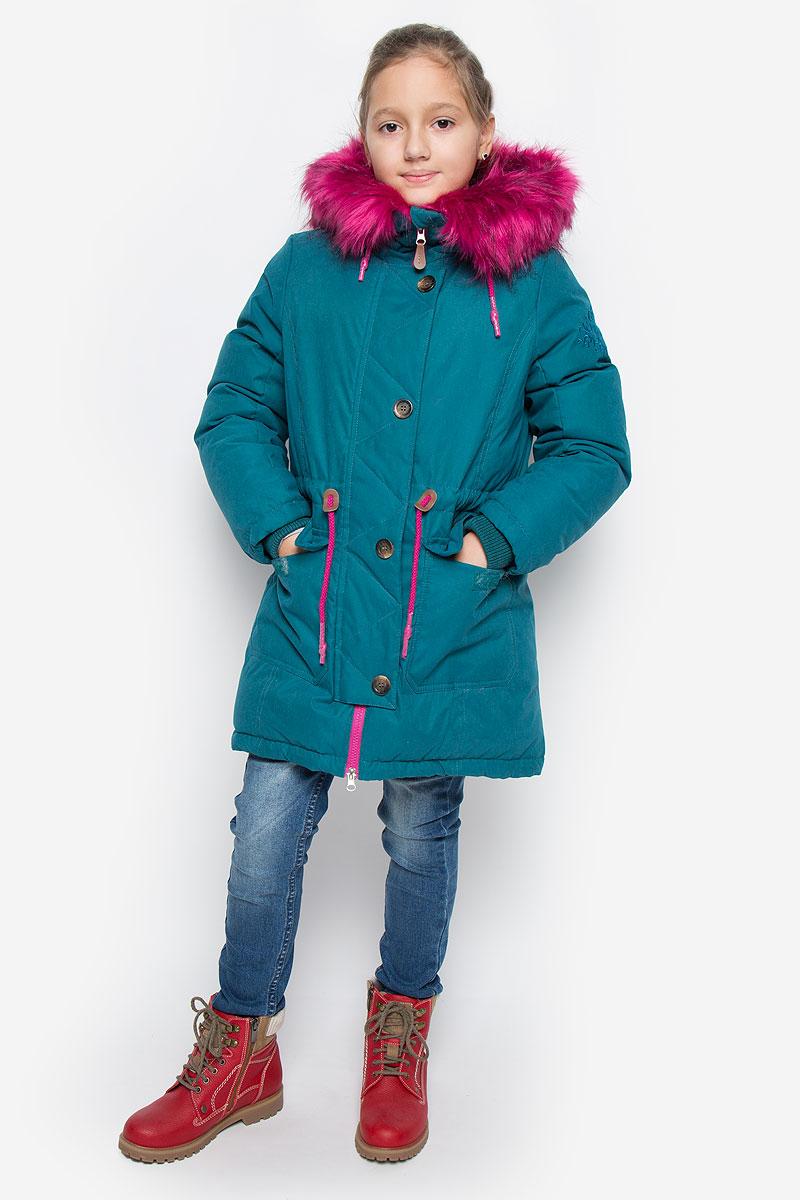 Парка64350_BOG_вар.1Стильная парка для девочки Boom!, подходит для холодной осени и зимы. Модель капюшоном и длинными рукавами застегивается на пластиковую застежку-молнию с защитой подбородка и дополнительно имеет внешнюю ветрозащитную планку на липучках, капюшон регулируется шнурками. Капюшон дополнен съемным искусственным мехом, который при желании можно отстегнуть. Спереди модель дополнена двумя накладными карманами на липучках. Левый рукав дополнен вышивкой с названием бренда. Спереди изделие дополнено декоративными пуговицами. Рукава парки дополнены трикотажными манжетами. Куртка с внешней стороны на талии оформлена текстильным шнуром. Эта теплая и стильная парка послужит отличным дополнением к гардеробу в вашего ребенка!