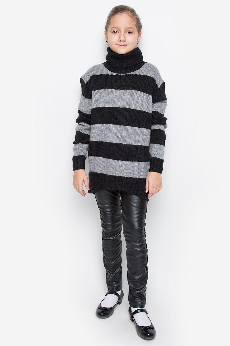 Свитер21609GTC3301Модный свитер для девочки Gulliver из коллекции Голливуд, изготовленный из вискозы с добавлением шерсти, нейлона и ангоры, мягкий и приятный на ощупь, не сковывает движений и обеспечивает комфорт. Модель с воротником-гольф и длинными рукавами оформлена оригинальным вязаным узором в полоску. Воротник, манжеты рукавов и низ свитера связаны резинкой.