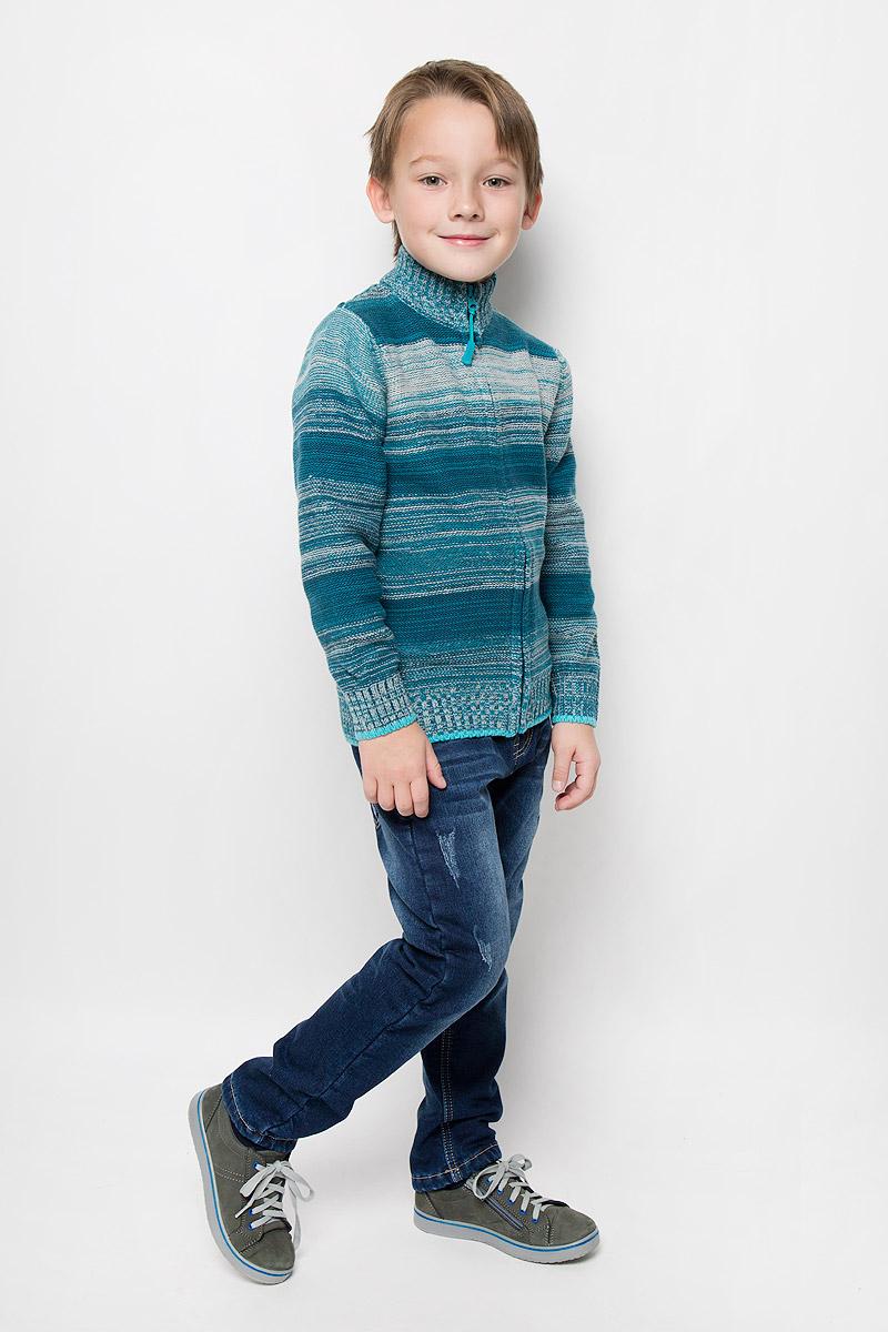 Кофта361110Уютная кофта для мальчика PlayToday изготовлена из хлопка и акрила. Модель с воротником-стойкой и длинными рукавами застегивается на молнию по всей длине. Воротник, манжеты и низ изделия связаны резинкой.