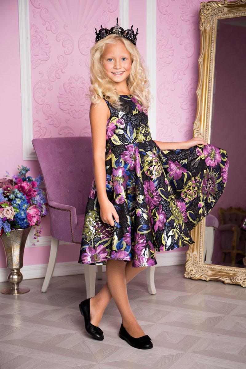 Платье215803Платье для девочки Sweet Berry выполнено из высококачественного материала и дополнено подкладкой из хлопка. Платье-миди с круглым вырезом горловины застегивается сзади на застежку-молнию. Юбка оформлена складками. Платье оформлено оригинальным цветочным принтом.