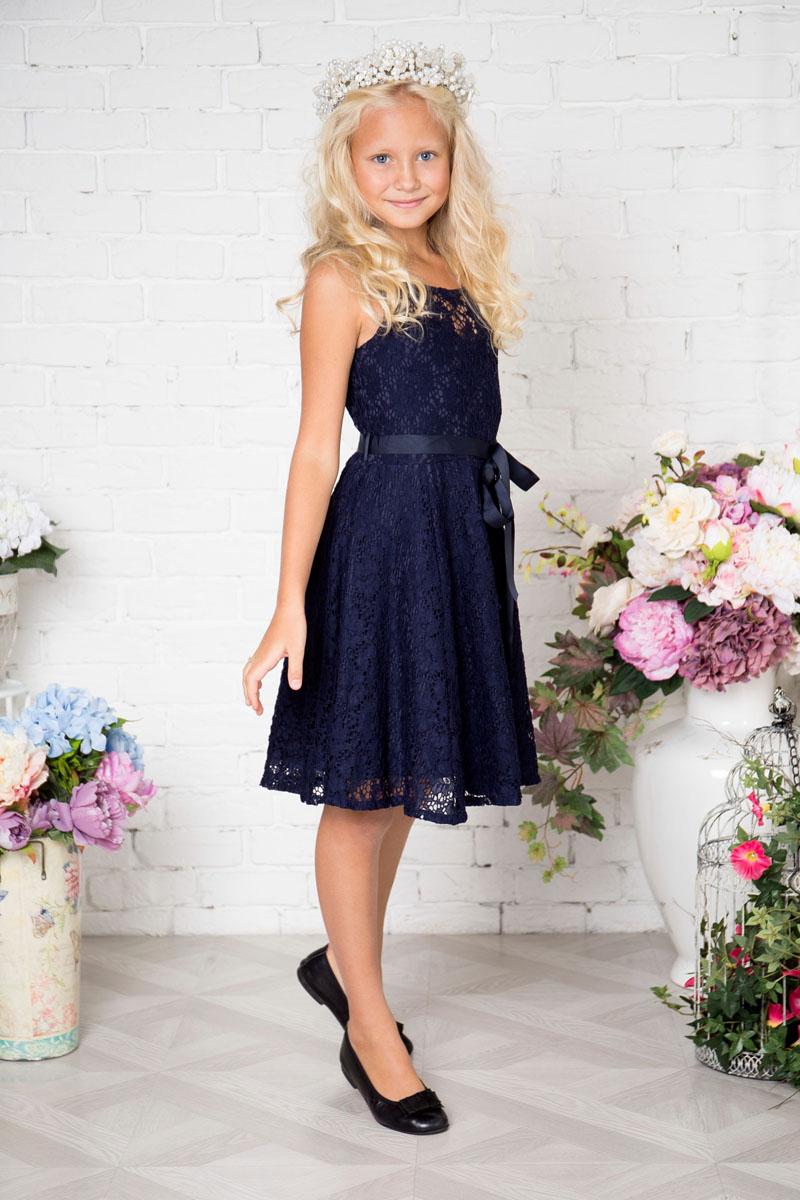 Платье215804Платье для девочки Sweet Berry выполнено из гипюра. Модель без рукавов и с круглым вырезом горловины. На талии завязывается пояском.