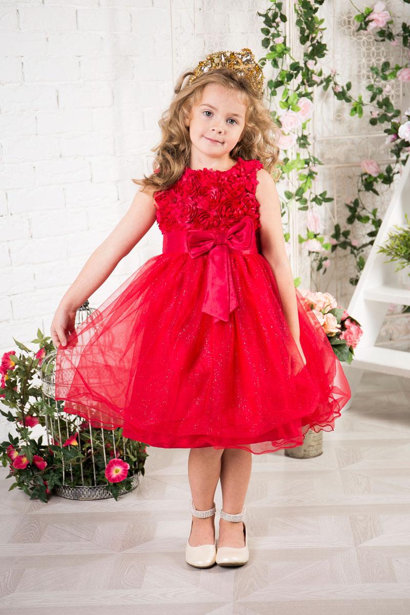 Платье215913Платье для девочки Sweet Berry изготовлено из качественного полиэстера, на подкладке из натурального хлопка. Пышная модель без рукавов застегивается сзади по спинке на потайную застежку-молнию. Верх расшит объемными цветами. Хлопковая подкладка обеспечивает дополнительное удобство. Модель дополнена широким поясом украшенным спереди текстильным цветком.