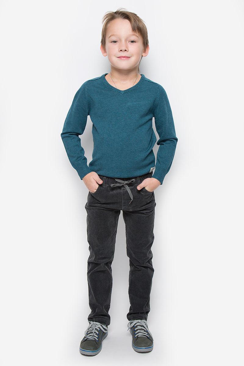 Брюки361012Стильные вельветовые брюки PlayToday станут отличным дополнением к гардеробу вашего мальчика. Изготовленные из хлопка с добавлением эластана, они необычайно мягкие и приятные на ощупь, не сковывают движения и позволяют коже дышать, не раздражают даже самую нежную и чувствительную кожу ребенка, обеспечивая наибольший комфорт. Брюки прямого кроя в поясе имею эластичную резинку с затягивающимся шнурком. Модель дополнена спереди двумя втачными карманами, сзади - двумя накладными карманами. На поясе предусмотрены шлевки для ремня.