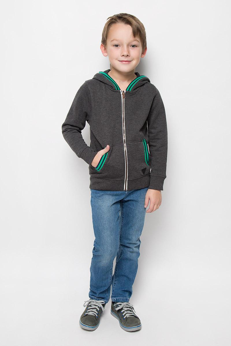 Толстовка2530383.00.82_2638Уютная толстовка для мальчика Tom Tailor изготовлена из хлопка и полиэстера. Изнаночная сторона изделия с теплым и мягким начесом. Модель с капюшоном и длинными рукавами застегивается на молнию. На капюшоне предусмотрена подкладка. Манжеты и низ изделия выполнены из трикотажной резинки. Спереди расположены два накладных кармана. Толстовка украшена нашивкой.