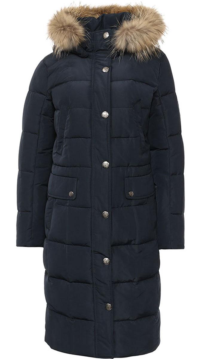 ПальтоW16-12022_101Стильное женское пальто Finn Flare изготовлено из высококачественного полиэстера. В качестве утеплителя используется пух с добавлением пера. Модель с воротником-стойкой и съемным капюшоном, оформленным съемным натуральным мехом енота, застегивается на застежку-молнию и дополнительно на клапан с кнопками. Капюшон, дополненный регулирующим эластичным шнурком, пристегивается к пальто с помощью кнопок. Спереди расположены два прорезных кармана на кнопках, оформленные декоративными клапанами на кнопках, на груди - два прорезных кармана на кнопках. Манжеты рукавов дополнены трикотажными напульсниками. С внутренней стороны, на талии модель дополнена эластичным шнурком сто стопперами.