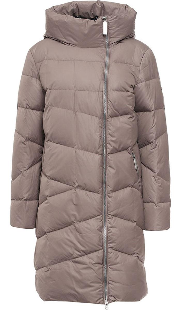 ПальтоW16-11026_623Женское пальто Finn Flare выполнено из 100% полиэстера. В качестве утеплителя используются пух и перо. Модель с несъемным капюшоном застегивается на застежку-молнию с внутренней ветрозащитной планкой. Спереди расположены два прорезных кармана с застежками-молниями. Пальто на рукаве украшено фирменной металлической пластиной.