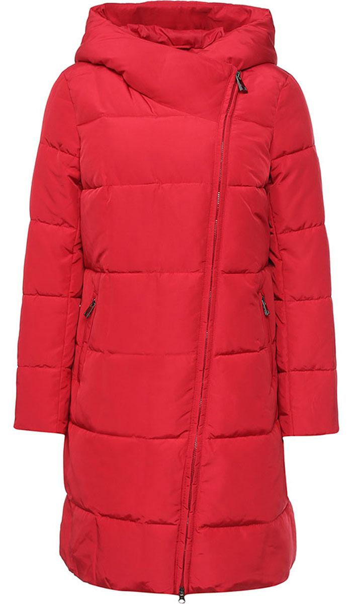 ПальтоW16-11001_305Стильное женское пальто Finn Flare изготовлено из 100% полиэстера. В качестве утеплителя используется полиэстер. Пальто с несъемным капюшоном, застегивается на пластиковую молнию и кнопку. Спереди расположены два прорезных кармана на застежках-молниях. На рукаве модель дополнена нашивкой с названием бренда.