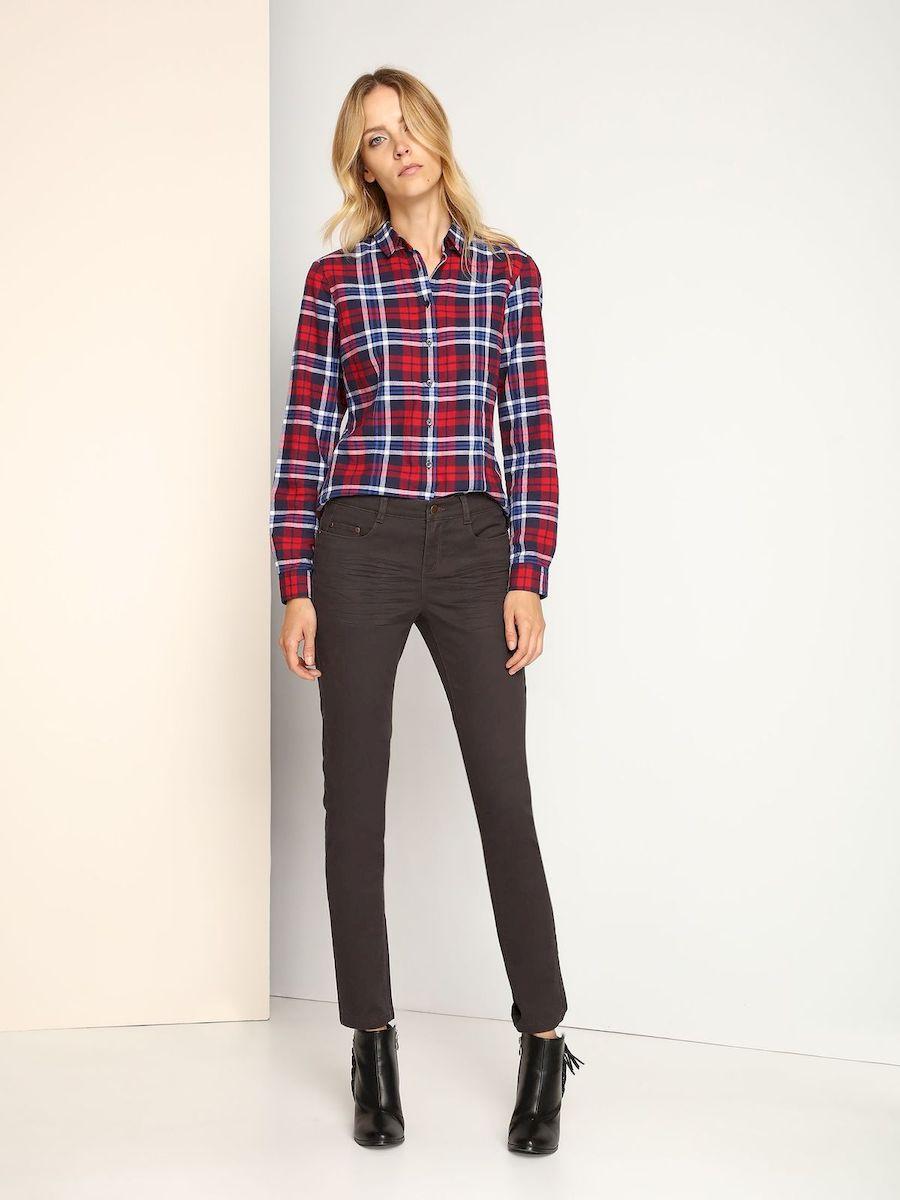 SSP2306CAСтильные женские джинсы Top Secret выполнены из эластичного хлопка. Материал мягкий и приятный на ощупь, не сковывает движения и позволяет коже дышать. Джинсы-слим стандартной посадки застегиваются на пуговицу в поясе и ширинку на застежке-молнии. На поясе предусмотрены шлевки для ремня. Джинсы имеют классический пятикарманный крой: спереди модель оформлена двумя втачными карманами и одним маленьким накладным кармашком, а сзади - двумя накладными карманами. Модель оформлена перманентными складками.
