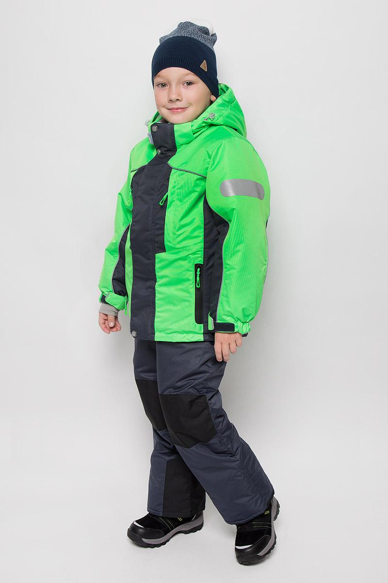 16/OA-1SU428-2Практичный комплект для мальчика Oldos Active Дамир состоит из куртки и брюк. Комплект выполнен из водонепроницаемой и ветрозащитной ткани. Водо- и грязеотталкивающее покрытие Teflon повышает износостойкость модели, что обеспечивает ей хороший внешний вид на всем протяжении носки. В качестве наполнителя используется холлофан - легкий антиаллергенный материал, который обладает отличной терморегуляцией. Изделие легко стирается и быстро сохнет. Куртка с капюшоном и воротником-стойкой застегивается на пластиковую молнию с защитой подбородка. Модель оснащена двумя ветрозащитными планками, внешняя пристегивается на застежки-липучки и кнопки. Подкладка курточки (кроме рукавов) выполнена из теплого и мягкого флиса. Регулируемый капюшон, дополненный по краю эластичным шнурком со стопперами, пристегивается к куртке с помощью молнии и кнопок. Края рукавов присборены на резинки и дополнены хлястиками на липучках. На рукавах предусмотрены эластичные манжеты с отверстием для...