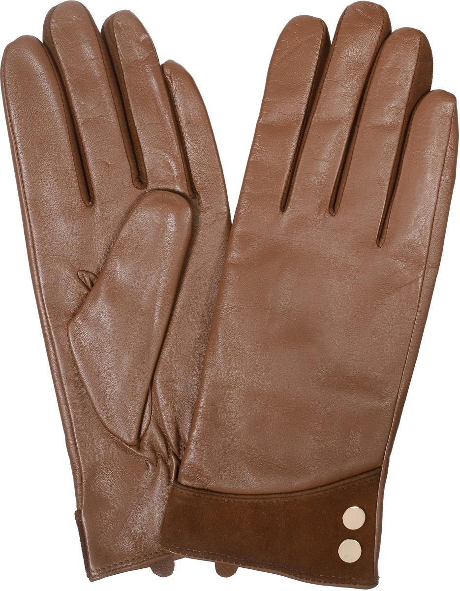 2104516677Стильные женские перчатки Piero не только защитят ваши руки от холода, но и станут великолепным украшением. Они выполнены из мягкой и приятной на ощупь натуральной кожи, подкладка - из шерсти и акрила. Манжеты декорированы вставкой из замши и металлическими клепками. На тыльной стороне перчатки присборены на резинку для лучшего прилегания к запястью.