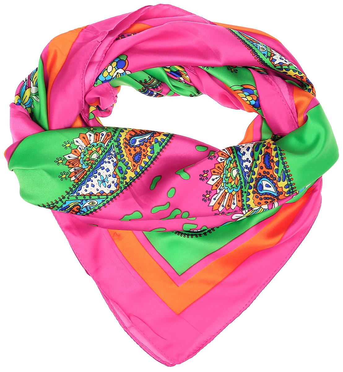68ПЛ_90х90_15053_С_41Стильный женский платок Sabellino станет великолепным завершением любого наряда. Платок изготовлен из полиэстера с добавлением шелка и оформлен оригинальным цветочным принтом. Классическая квадратная форма позволяет носить платок на шее, украшать им прическу или декорировать сумочку.