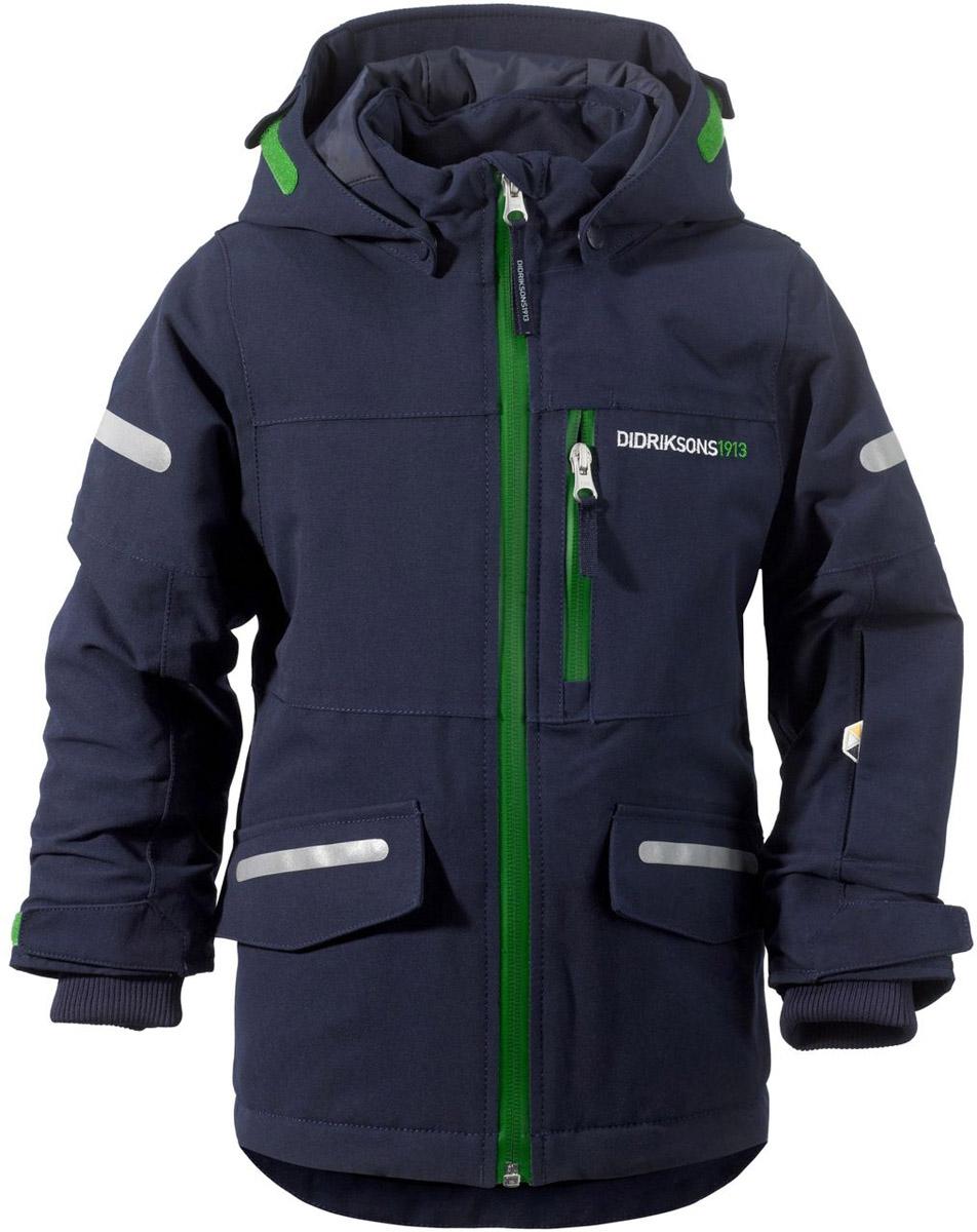 Куртка501020_472Модная детская куртка Didriksons 1913 Guolldo изготовлена из ветронепроницаемой дышащей ткани - 100% полиамида с утеплителем из 100% полиэстера. Технология Storm System обеспечивает 100% водонепроницаемость и защиту от любых погодных условий. Подкладка выполнена из полиэстера и полиамида. Модель с воротником-стойкой и съемным капюшоном застегивается на пластиковую молнию. Капюшон пристегивается к куртке с помощью кнопок. Изделие спереди дополнено двумя прорезными карманами, закрывающимися на клапаны с липучками, на груди и на рукаве - прорезными карманами на застежках-молниях. На рукавах предусмотрены эластичные манжеты с петелькой для большого пальца, чтобы манжеты не задирались. Объем капюшона и ширина рукавов регулируются с помощью хлястиков с липучками. Специальный крой изделия позволяет при необходимости увеличить длину рукавов на один размер. Нижняя часть изделия дополнена эластичной резинкой со стоппером. Куртка снабжена светоотражающими...