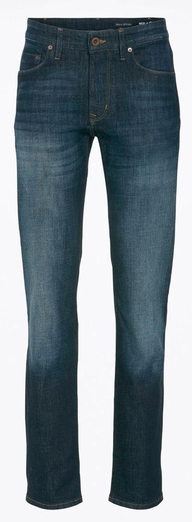 917012030/035Мужские джинсы Marc OPolo выполнено из эластичного хлопка с добавлением полиэстера. Ткань мягкая и тактильно приятная, не стесняет движений, хорошо пропускает воздух. Джинсы прямого кроя застегиваются на пуговицу и имеют ширинку на застежке-молнии. На поясе предусмотрены шлевки для ремня. Спереди джинсы дополнены двумя втачными карманами и одним накладным, сзади - двумя накладными карманами. Оформлено изделие имитацией состаривания денима и перманентными складками.