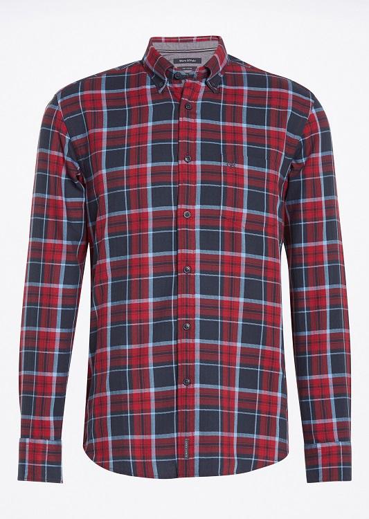Рубашка091042382/I30Мужская рубашка выполнена из хлопка и оформлена клетчатым принтом. Спереди изделие дополнено накладным карманом и застегивается на пуговицы. Модель со стандартным длинным рукавом и отложным воротником.