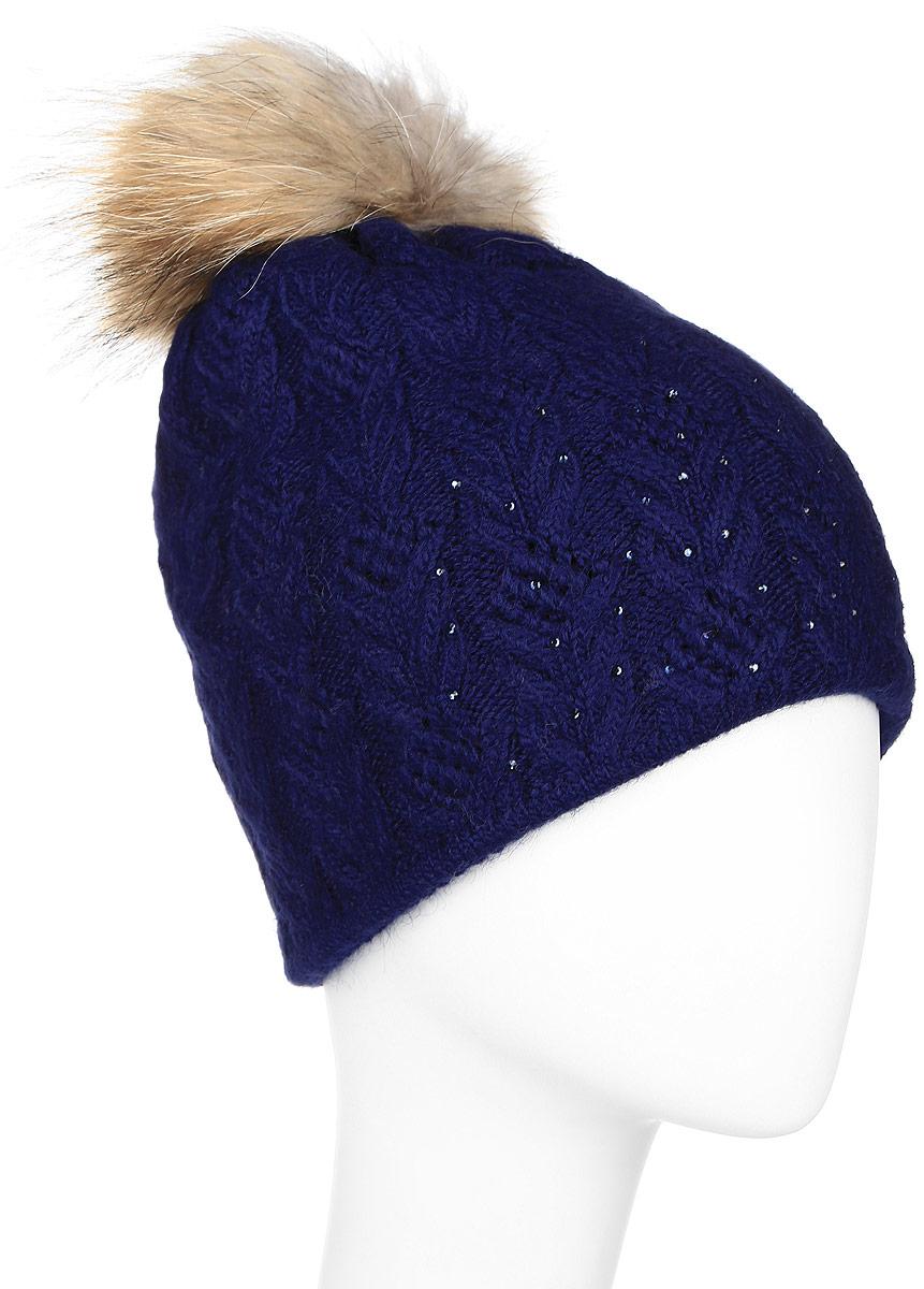 W16-11119_201Стильная женская шапка Finn Flare дополнит ваш наряд и не позволит вам замерзнуть в холодное время года. Шапка выполнена из высококачественной пряжи, что позволяет ей великолепно сохранять тепло и обеспечивает высокую эластичность и удобство посадки. Модель оформлена брендовой металлической пластиной, стразами и дополнена помпоном из натурального меха.