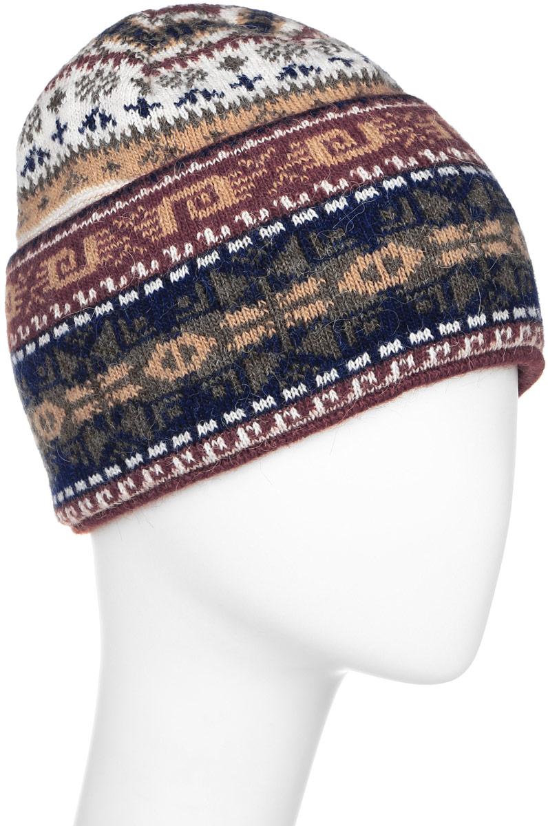 W16-12119_200Стильная женская шапка Finn Flare дополнит ваш наряд и не позволит вам замерзнуть в холодное время года. Шапка выполнена из высококачественной пряжи, что позволяет ей великолепно сохранять тепло и обеспечивает высокую эластичность и удобство посадки. Модель связана узорами и оформлена брендовой металлической пластиной.