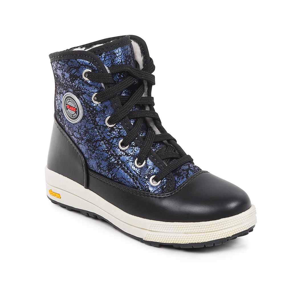 БотинкиFashion Kid 82Ботинки для девочек Olang - современная обувь, при производстве которой задействуются исключительно новые и современные технологии. Их очень удобно носить, детские ножки даже не заметят их тяжести и могут бегать, не смотря ни на что. На зимней прогулке ребенку будет очень удобно. Данная обувь производиться из влагоотталкивающих материалов, таким образом, ножки всегда останутся сухими. Совершенно непромокаемые ботинки хорошо пропускают воздух, поэтому ноги детей не потеют. Обувь отличается удобными колодками и усилением швов носика и задней части изделия. Модель на шнуровке.