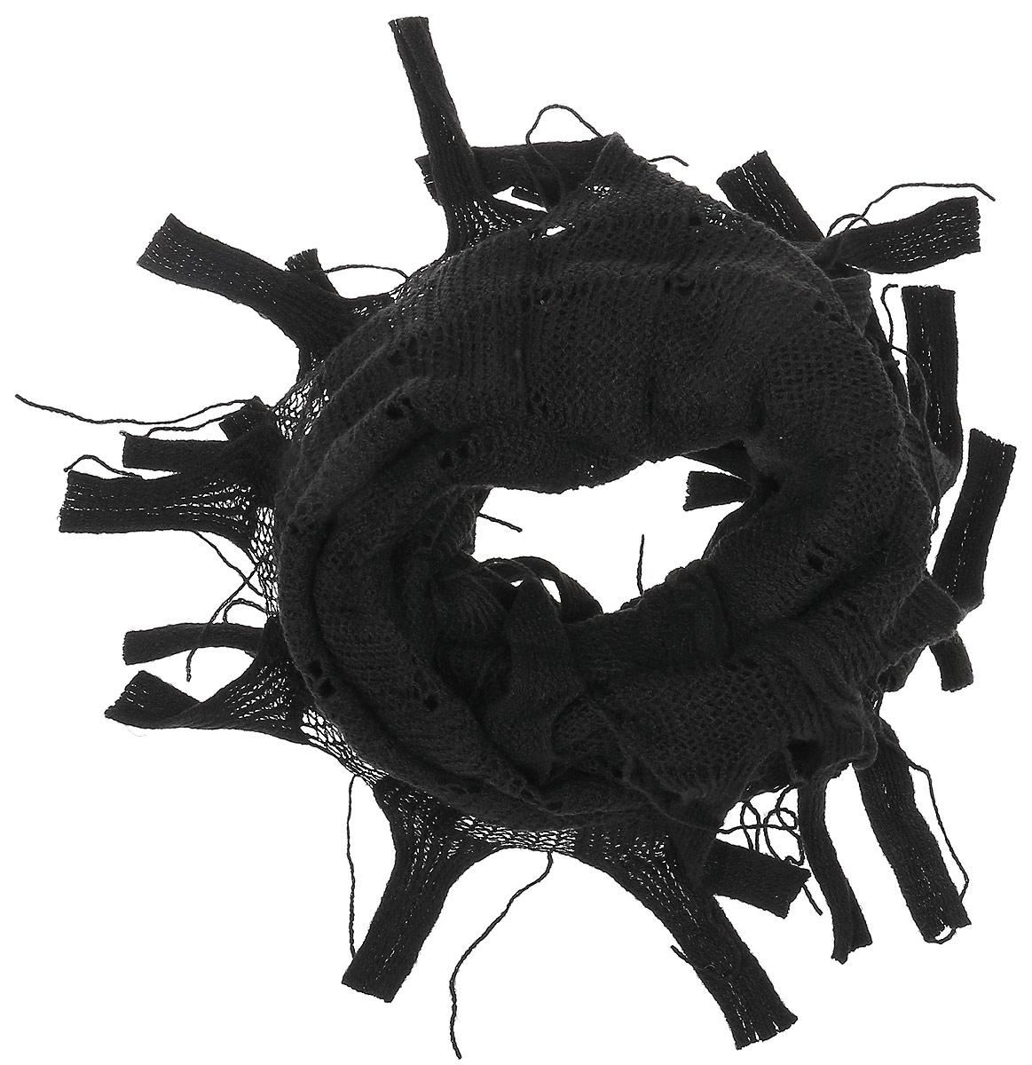95Ш1А_110Женский вязаный снуд-хомут Sabellino выполнен из отличного сочетания высококачественного шерсти с добавлением тёплой акрила. Модель связана кольцом и выполнена вязанным узором и дополнена по краям оригинальной бахромой. Снуд-хомут мягко драпируется и красиво распределяется в области шеи.