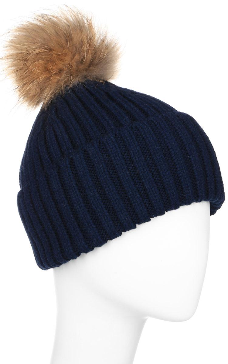 ШапкаW16-11117_811Стильная женская шапка Finn Flare дополнит ваш наряд и не позволит вам замерзнуть в холодное время года. Шапка выполнена из высококачественной пряжи, что позволяет ей великолепно сохранять тепло и обеспечивает высокую эластичность и удобство посадки. Модель оформлена брендовой металлической пластиной и дополнена пушистым помпоном и меха енота.