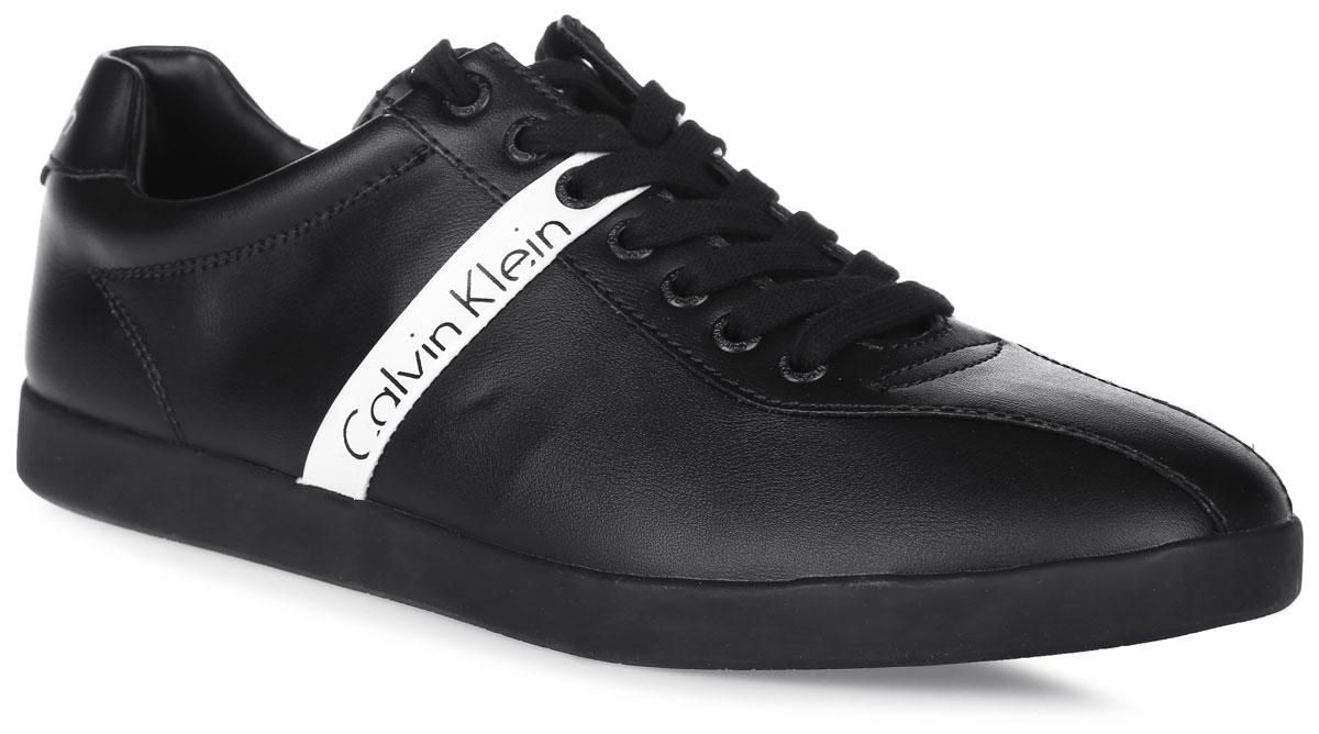 GJ1688115Кеды Calvin Klein Jeans выполнены из высококачественной искусственной кожи и оформлены надписью с названием бренда. Мягкий кант создает комфорт при ходьбе и предотвращает натирание ноги. На ноге модель фиксируется с помощью классической шнуровки. Внутренняя поверхность выполнена из гладкой искусственной кожи. Стелька выполнена из ЭВА-материала с покрытием из искусственной кожи. Подошва выполнена из резины, а ее рельефная поверхность гарантирует отличное сцепление с любой поверхностью.