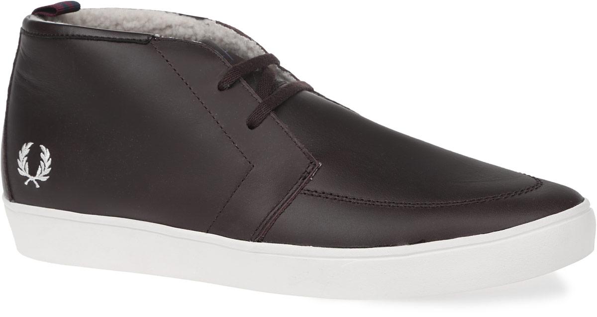 SB9364-325Мужские ботинки Shields Mid Leather от Fred Perry выполнены из высококачественной натуральной кожи. Боковая сторона декорирована вышивкой в виде логотипа бренда. Модель на классической шнуровке. Подкладка изготовлена из флиса, стелька - из текстиля. Подошва из прочной резины оснащена рифлением.