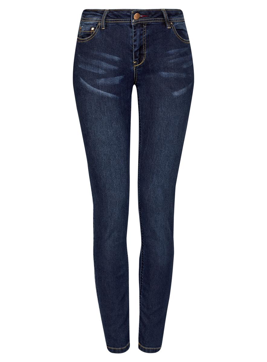 Джинсы12103126/19603/7500WСтильные женские джинсы oodji Denim выполнены из хлопка с добавлением полиэстера и полиуретана. Материал мягкий и приятный на ощупь, не сковывает движения и позволяет коже дышать. Джинсы-скинни со средней посадкой застегиваются на пуговицу в поясе и ширинку на застежке-молнии. На поясе предусмотрены шлевки для ремня. Спереди модель дополнена двумя втачными карманами и одним накладным кармашком, сзади - двумя накладными карманами. Модель оформлена контрастной прострочкой.