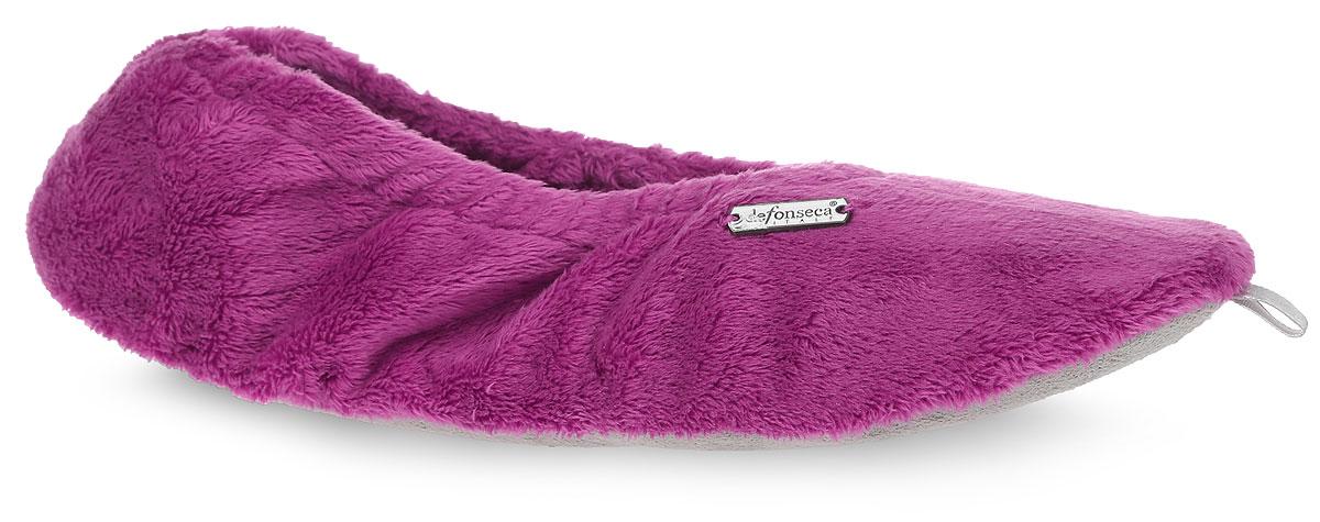 BASICDI61Женские тапки De Fonseca полностью выполнены из мягкого ворсистого текстиля и оформлены брендовой металлической нашивкой. На ноге модель фиксируется с помощью эластичной резинки.