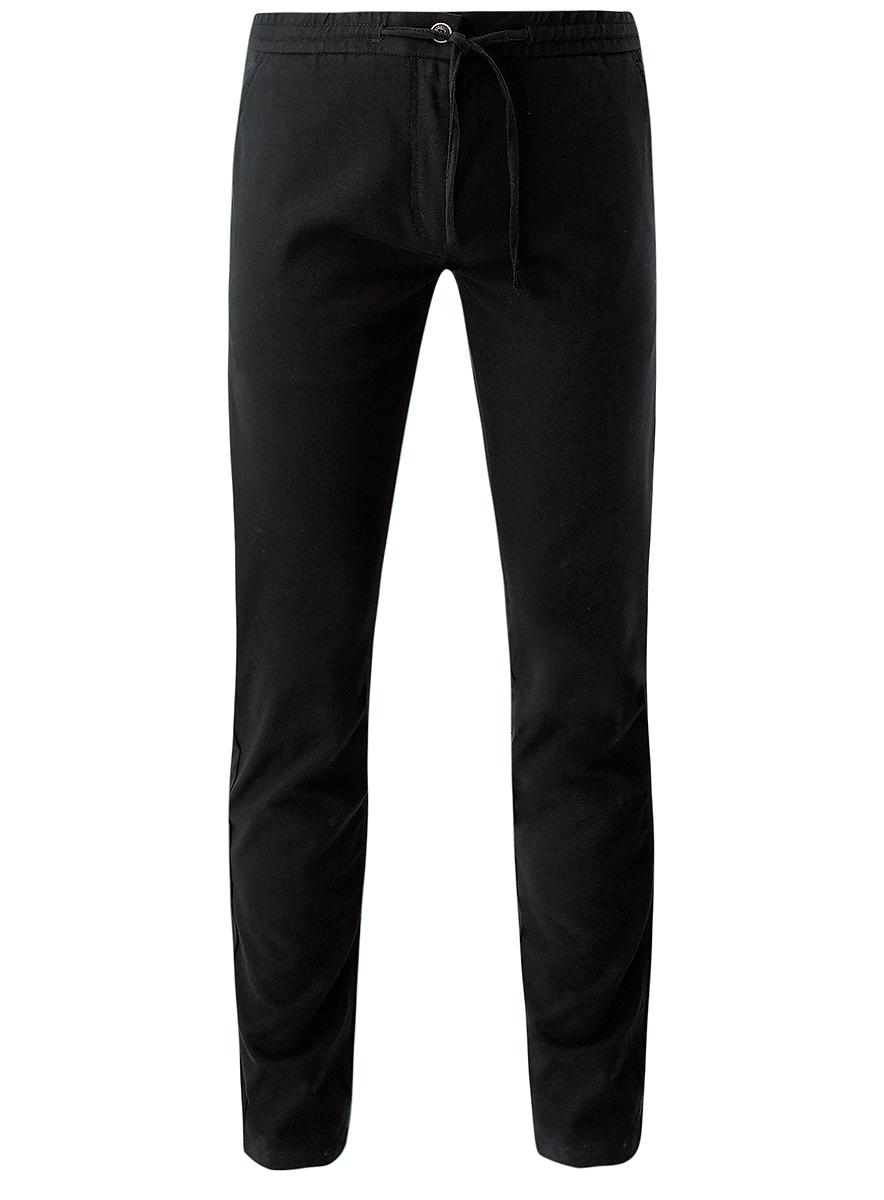2L100078M/44436N/2500NСтильные мужские брюки oodji Lab выполнены из полиэстера с добавлением вискозы и полиуретана. Материал изделия мягкий и приятный на ощупь. Модель прямого кроя и стандартной посадки застегивается на пуговицу в поясе и ширинку на застежке-молнии. Пояс дополнен шнурком. Спереди брюки дополнены двумя втачными карманами, сзади - двумя прорезными карманами на пуговицах.