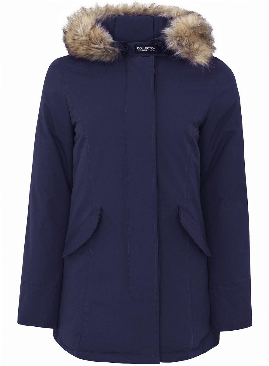 Куртка21G04003/45327/7900NЖенская куртка oodji Collection выполнена из 100% полиамида. В качестве подкладки используется полиэстер, а в качестве утеплителя - пух и перо. Модель с несъемным капюшоном застегивается на застежку-молнию с двумя бегунками и имеет ветрозащитную планку на пуговицах и кнопках. На горловине предусмотрен хлястик на липучке. Капюшон оформлен искусственным мехом и дополнен эластичным шнурком-кулиской со стоплерами. Рукава имеют внутренние эластичные манжеты. Спереди расположено два прорезных кармана с клапанами на пуговицах.