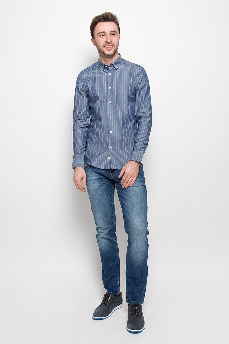 РубашкаMX3023498_MN_SHG_008Хлопковая рубашка Mexx идеально подойдет для стильных и уверенных в себе мужчин. Материал изделия тактильно приятный, позволяет коже дышать, не стесняет движений, обеспечивая комфорт при носке. Рубашка с отложным воротником и длинными рукавами застегивается на пуговицы. Модель имеет слегка приталенный силуэт. Манжеты на рукавах также имеют застежки-пуговицы. На груди рубашка дополнена накладным кармашком.