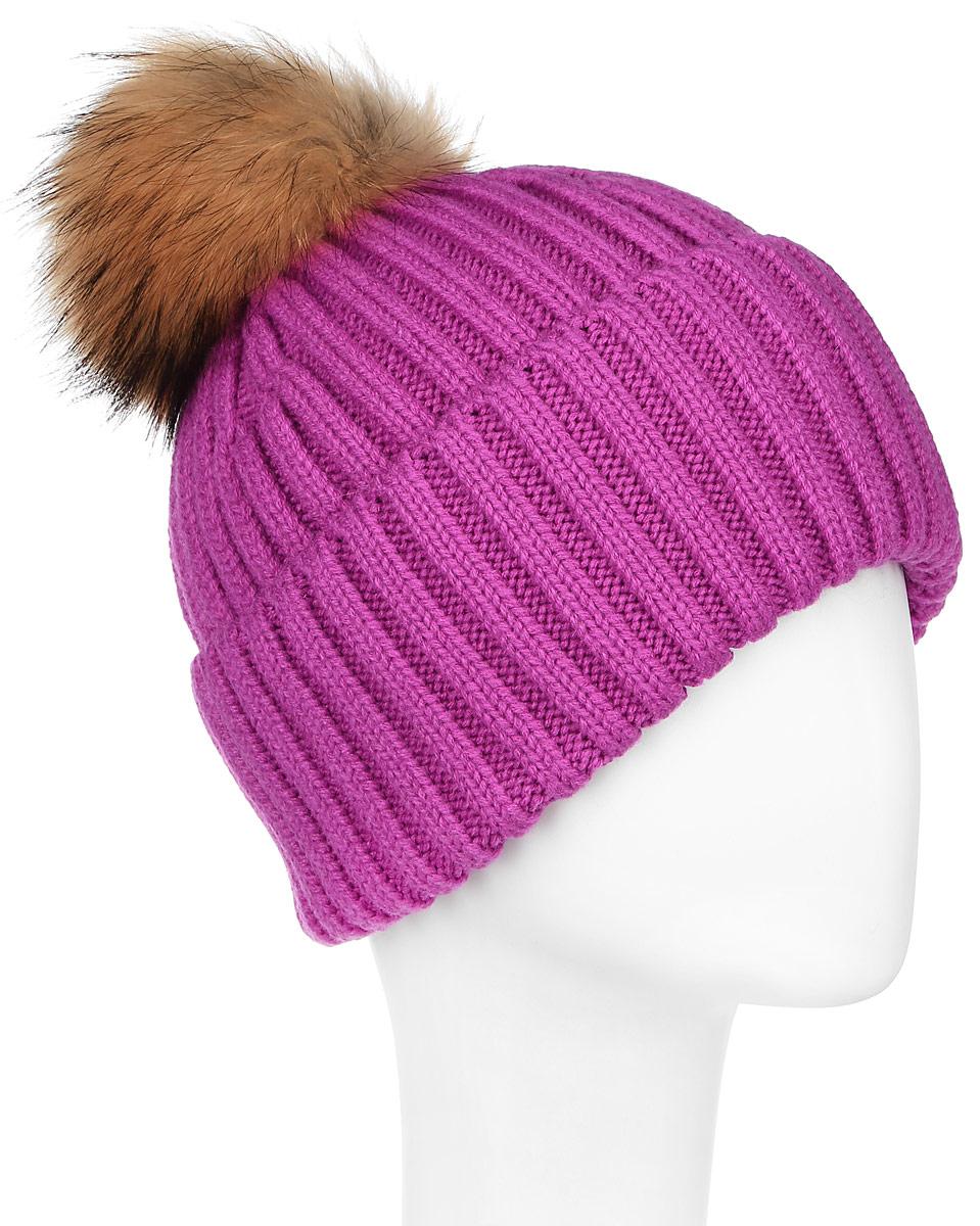 W16-11117_811Стильная женская шапка Finn Flare дополнит ваш наряд и не позволит вам замерзнуть в холодное время года. Шапка выполнена из высококачественной пряжи, что позволяет ей великолепно сохранять тепло и обеспечивает высокую эластичность и удобство посадки. Модель оформлена брендовой металлической пластиной и дополнена пушистым помпоном и меха енота.