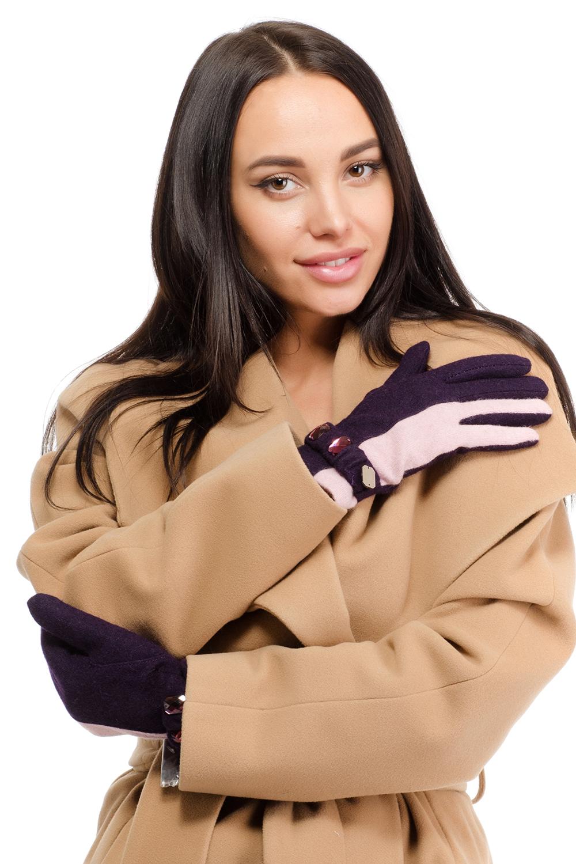 Перчатки95030-12LСтильные женские перчатки Moltini изготовленные из высококачественных материалов, станут идеальным вариантом для прохладной погоды. Они хорошо сохраняют тепло, мягкие, идеально сидят на руке и отлично тянутся. Перчатки оформлены контрастными полосами, и на запястье дополнены хлястиком с большими блестящими камнями.