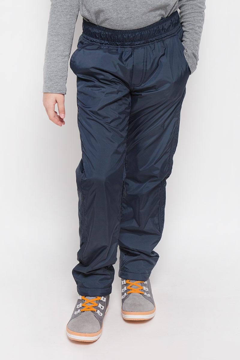 Брюки утепленные216BBUC64010800Плащевые брюки для девочки Button Blue выполнены из полиэстера. Модель дополнена мягкой флисовой подкладкой. Брюки прямого кроя имеют широкий эластичный пояс, который дополнительно регулируется с помощью затягивающегося шнурка. Спереди расположены два втачных кармана, сзади - два прорезных.