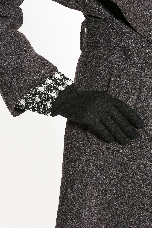 95017-12BСтильные женские перчатки Moltini изготовленные из высококачественных материалов, станут идеальным вариантом для прохладной погоды. Они хорошо сохраняют тепло, мягкие, идеально сидят на руке и отлично тянутся. Перчатки оформлены укрепленным манжетом, который оформлен контрастным принтом.