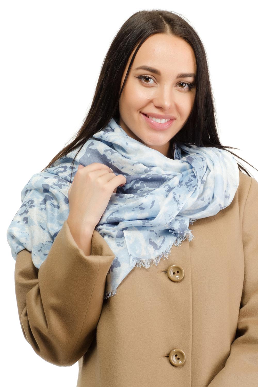 Палантин12I-1606Женский палантин Moltini изготовлен из модала с добавлением шерсти. Он оформлен оригинальным принтом в виде цветных пятен и дополнен тонкой бахромой по краю.